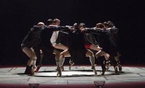 La compañía de danza Sol Picó recala en el Palacio con su ácida 'Dancing with frogs'