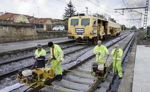 Acaban las obras de renovación de la vía ferroviaria entre Torrelavega y Santander