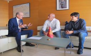 Obras Públicas colaborará con el Ayuntamiento de Cartes en la pavimentación de San Miguel de Cohicillos