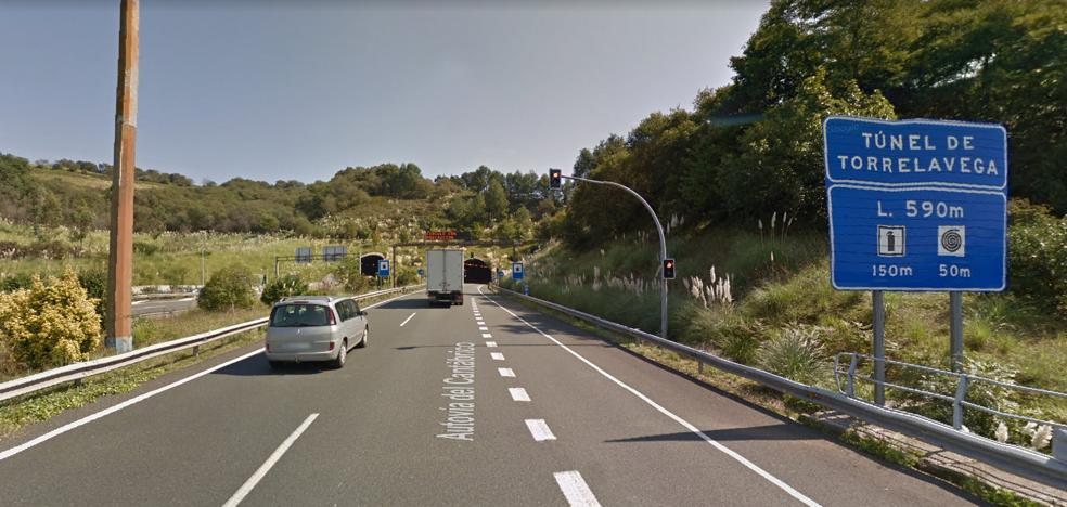 Corte del tráfico por obras en el túnel de la A-8 en Torrelavega