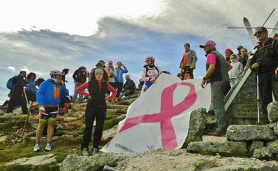 El lazo rosa sube al Pico Jano