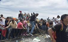 Un millar de migrantes de la caravana llegan a México pese al refuerzo militar
