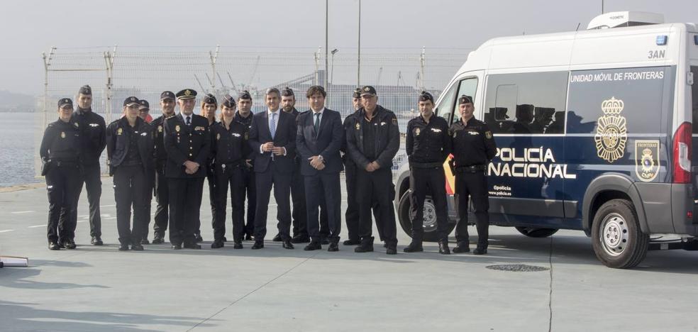 Policías de control de fronteras y una valla de cuatro metros reforzarán la seguridad en el Puerto