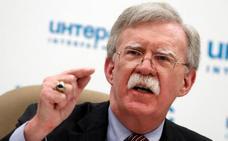 Bolton le dice a Putin que no ha venido a Moscú en son de paz pero sí a responder a cualquier pregunta que plantee