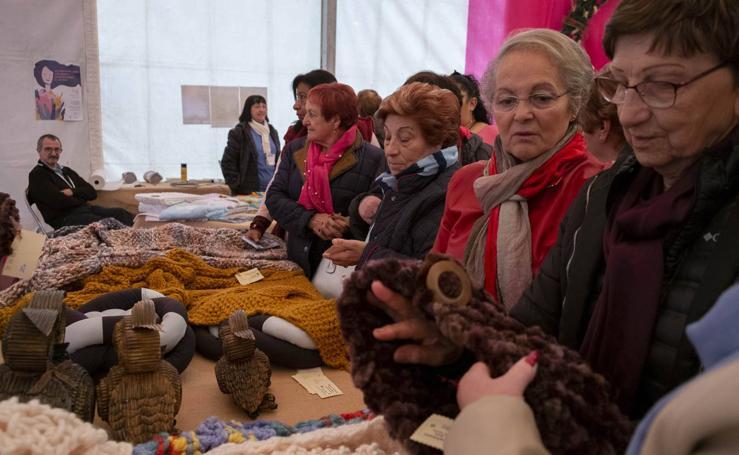 Inauguración de la VII Feria de Mujeres Artesanas y Emprendedoras de Cantabria en Renedo de Piélagos
