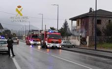 Un guardia civil fuera de servicio salva a dos ancianos en un incendio en una vivienda de Argoños