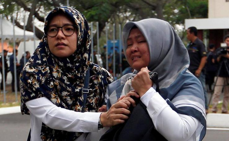 Un avión se estrella en Indonesia con 189 personas a bordo