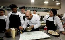 30 alumnos se forman en el segundo taller de empleo sobre cocina de Torrelavega