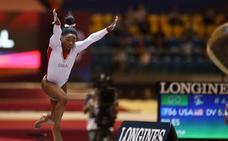 Biles también gana el oro en salto, pero cede en asimétricas