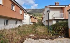 San Felices reclama la rehabilitación de una urbanización «en situación de abandono»
