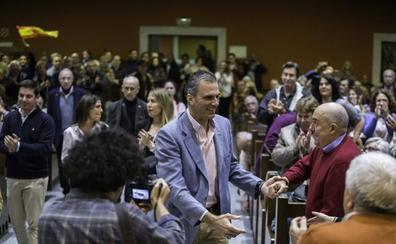Más de 700 personas abarrotan el acto de Vox en el Paraninfo de la UC