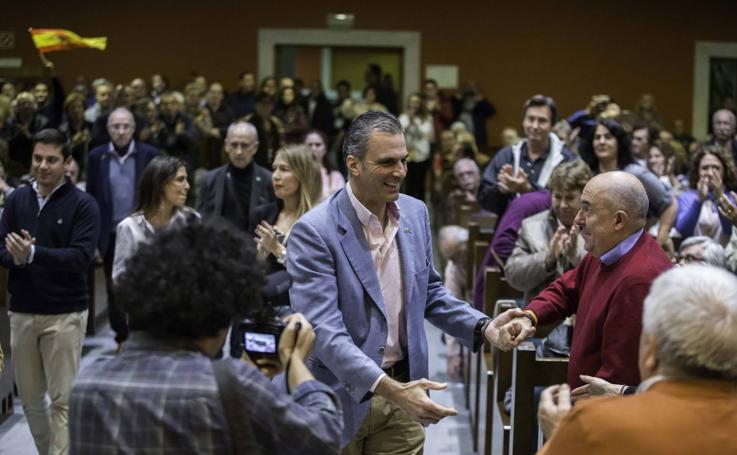 Vox llena el Paraninfo de la UC en una acto protagonizado por Javier Ortega Smith