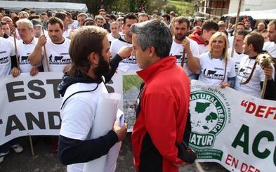 El apoyo del PSOE a la protesta de los ganaderos tensa las relaciones en el bipartito