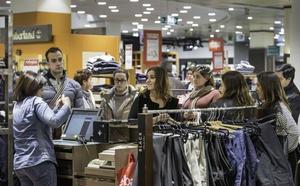El Gobierno revoluciona el calendario comercial con aperturas en Semana Santa