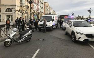 Dos heridos en un accidente de moto en el Paseo de Pereda