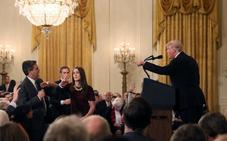 La Casa Blanca veta la entrada al periodista de la CNN Jim Acosta tras el incidente con Trump