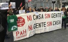 La PAH protesta en Santander contra la decisión del Supremo sobre las hipotecas