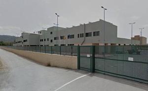 Un preso se escapa de una carcel en Murcia saltando el muro del patio