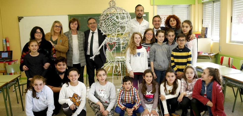 Escolares de 15 colegios decorarán la plaza Mayor de Torrelavega por Navidad
