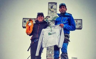 La cántabra Blanca Ruiz cumple su sueño de subir a la cima del Aneto