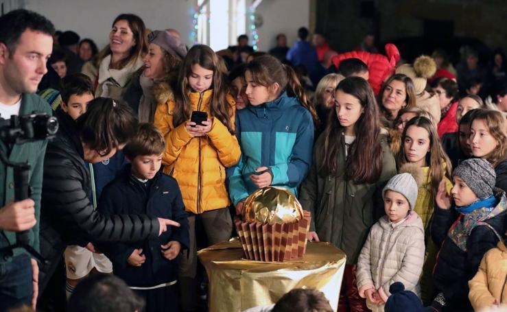 Comillas graba el vídeo con el que competirá en el concurso de Ferrero Rocher