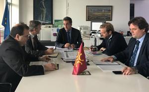 Industria y Alsa implantarán servicios exprés por carretera entre Santander y Reinosa