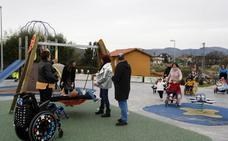 Torrelavega amplía zonas de juegos con 3 nuevos parques infantiles urbanos