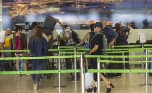 Detenidos tres georgianos por intentar volar desde Santander a Edimburgo con documentación falsa