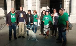 La PAH exige a Liberbank que retire la denuncia contra un matrimonio de jubilados y sus hijos discapacitados
