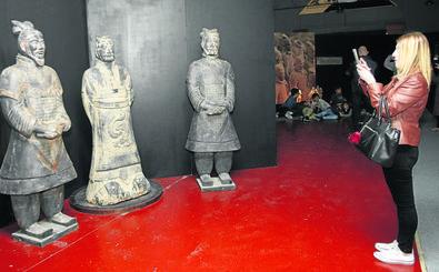 Los soldados de Xian conquistan al público