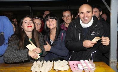 La Fiesta del Orujo recauda 8.576 euros por la venta de chupitos