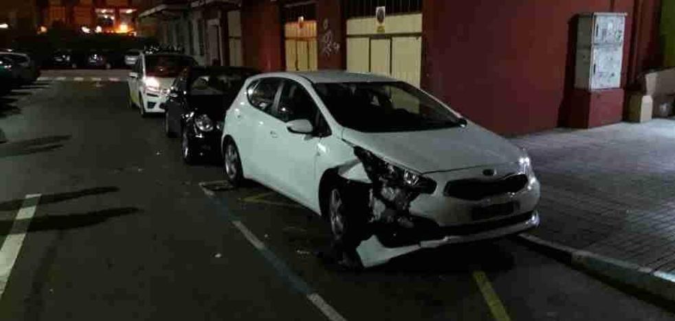 Buscan un Citroën Xsara ocupado por jóvenes que chocó contra dos coches en Maliaño y se dio a la fuga