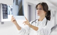 Las mujeres, más del 50% de la plantilla médica, sólo ocupan el 20% de los puestos de dirección