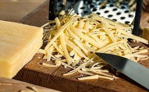 La técnica que demuestra cómo rallar bien el queso