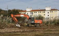 El Serca limpia la finca 'Prado del Roble' tras las quejas de los vecinos del Barrio Covadonga