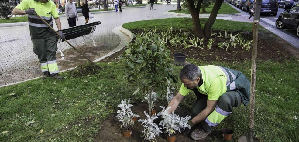 El contrato de parques y jardines enfrenta a los trabajadores con el Ayuntamiento