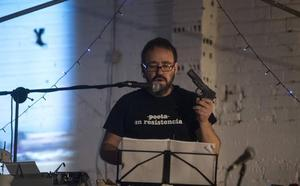 La poesía «explosiva» de Carlos Da Aira llega a Santander de la mano de La Surada