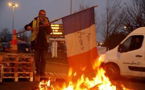 Macron cede a la presión violenta de los 'chalecos amarillos'