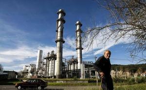 Los trabajadores de Sniace se concentrarán el día 17 en la fábrica