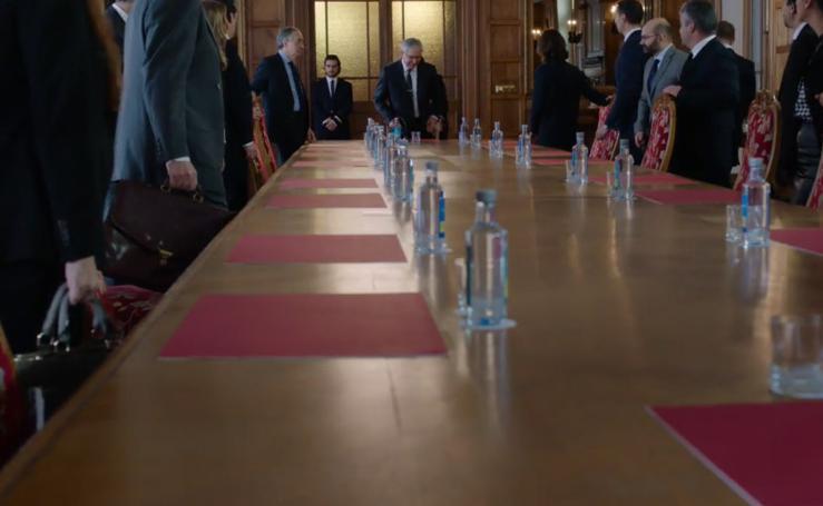 El Palacio de La Magdalena acoge la junta de accionistas del Banco McMahón en 'La Verdad'
