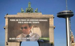 Retirada la pancarta contra Pedro Sánchez colgada por activistas de Greenpeace en Madrid