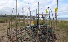 Los ecologistas denuncian la falta de limpieza del Parque Natural de Liencres