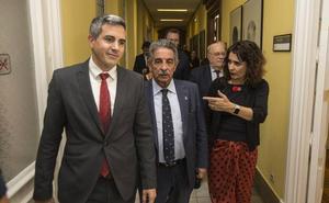 Revilla pide a Hacienda que pague los 121 millones que aún quedan pendientes de Valdecilla