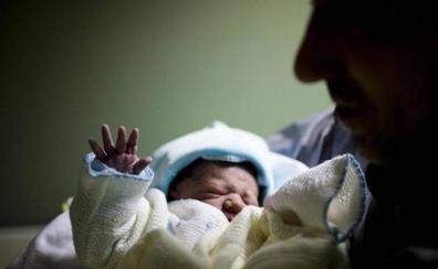 Los nacimientos en España tocan suelo con la cifra más baja desde los años 40