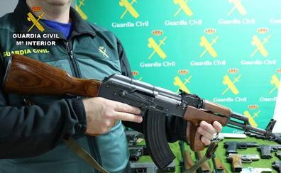 Descubren un taller clandestino en Torrelavega durante una operación contra el tráfico de armas