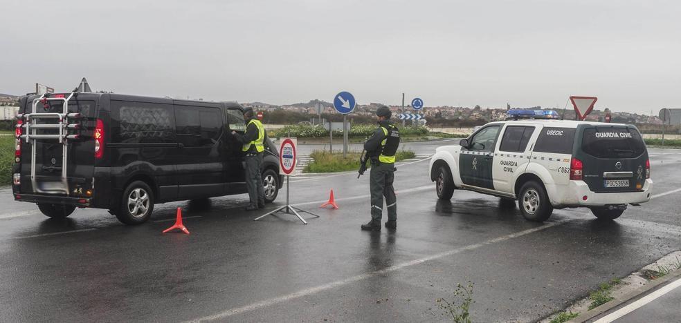 Una nueva redada policial en Raos registra varias empresas de viveros de almeja