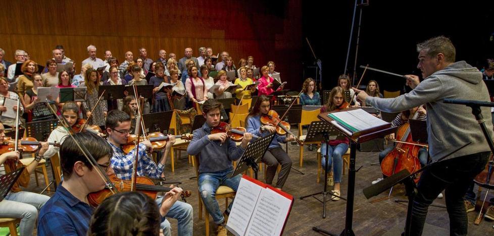 Casi 90 corales participarán este año en la XVIII edición de 'Cantabria canta a la Navidad'