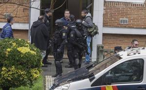 Un tiroteo en Cazoña termina con tres hombres atrincherados seis horas y un total de cinco detenidos