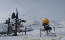 Alto Campoo «mira al cielo» a la espera de nieve y sin previsión de apertura