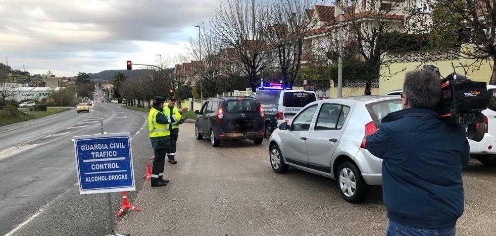 La Guardia Civil realizará hasta el domingo más de 2.000 pruebas de alcoholemia y drogas en Cantabria
